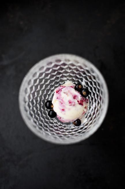 Vanilleeis mit Johannisbeerstrudel-2