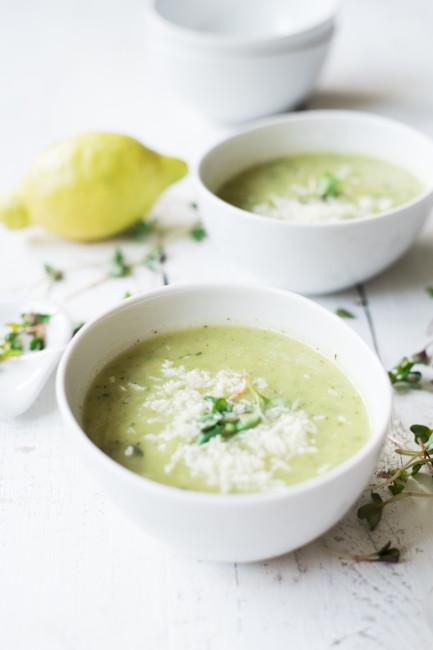 Kohlrabi Zucchini Suppe mit Kokosraspeln und Radischensprossen-4