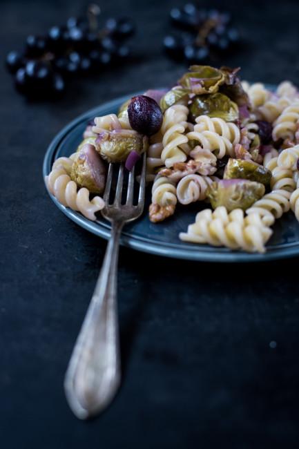 Trauben Rosenkohl und Nüsse