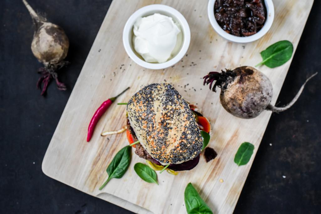 Gemueseburger mit Spinat und roter Bete-4524