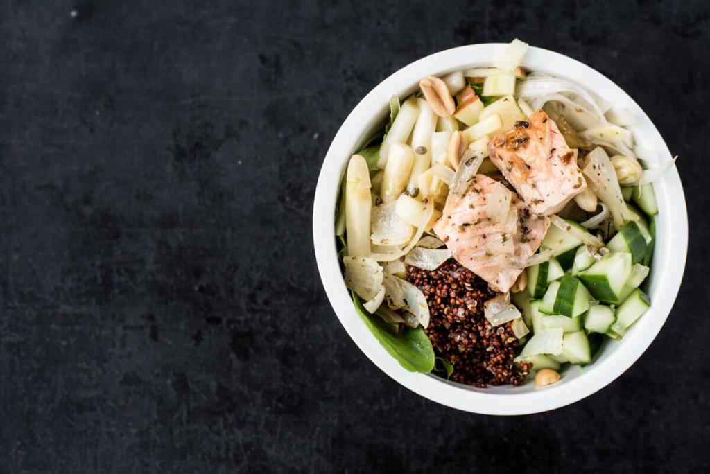 Salat-Bowl: Lachs und Spinat