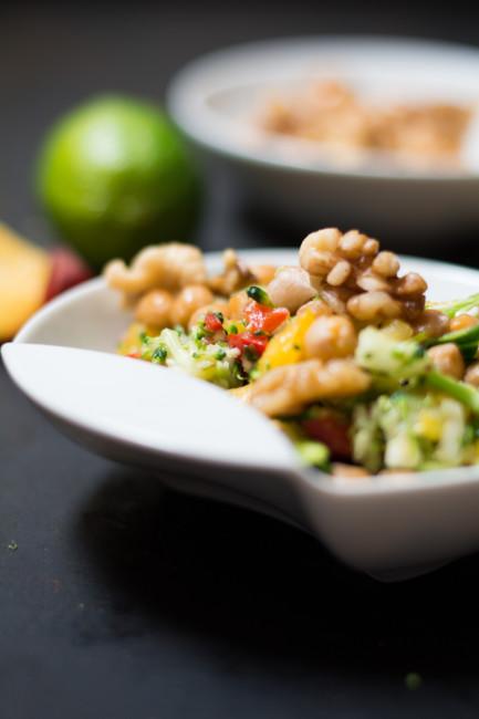 Brokkolisalat mit Kichererbsen und Pfirsichvinaigrette-7