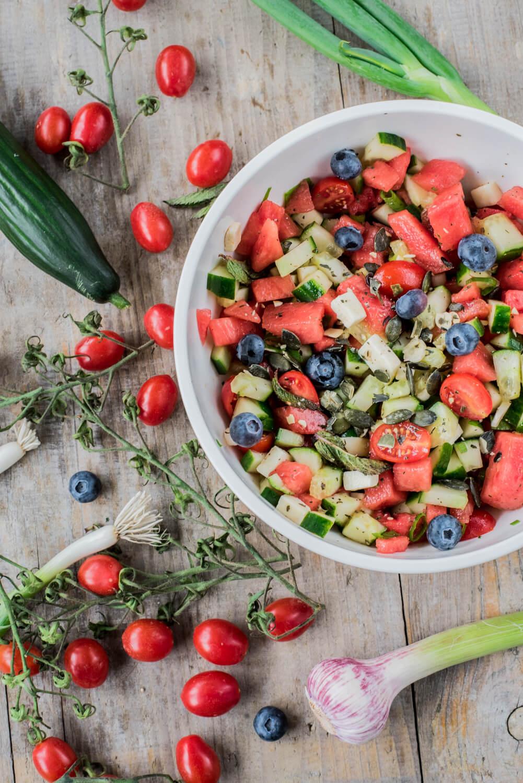 salate zum grillen sommerlicher wassermelonensalat mit feta und blaubeeren. Black Bedroom Furniture Sets. Home Design Ideas