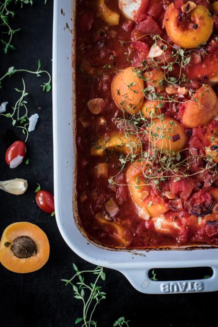 Feierabendküche: Ofenhähnchen mit Aprikosen und Tomaten