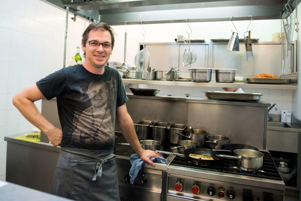 Haubenkoch Max Stiegl über Innereienküche