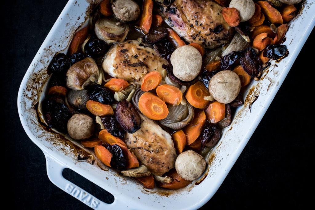 Hähnchen mit Zwetschgen oder Pflaumen aus dem Ofen - Rezepte für Gäste
