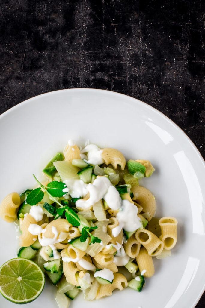 Pasta mit Avocado und Gurke :Kochen mit Kreuzkümmel und Koriander