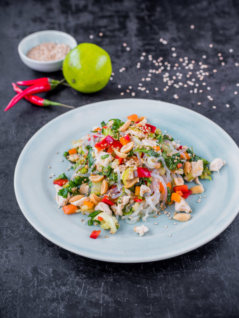 Thai-Hähnchensalat mit Konjak-Nudeln Low Carb